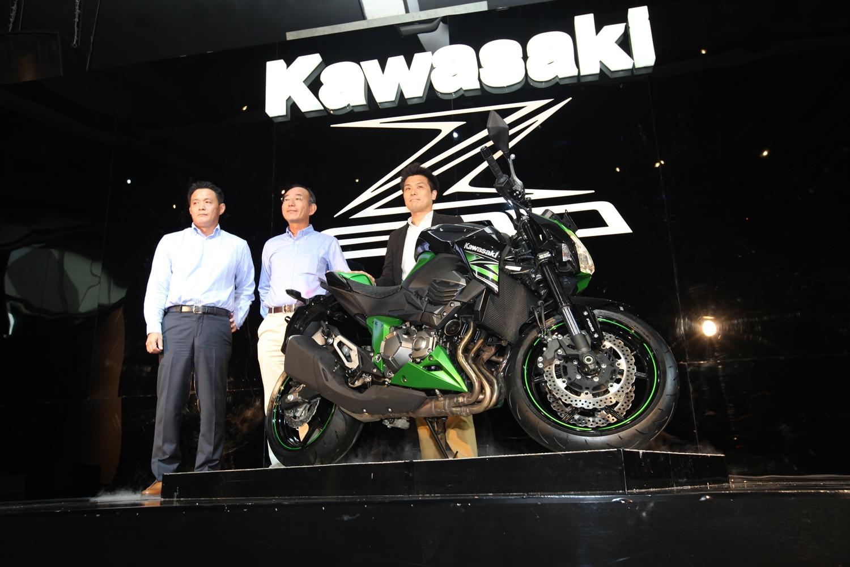 ki-ka-okada-direktur-pt-kawasaki-motor-indonesia-tanigawa-presdir-kawasaki-motor-indonesia-assistant-general-manager-marketing-division-pt-kawasaki-motor-indonesia-yusuke-shimad