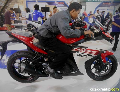 yamaha-r25-cocoknya-pakai-bbm-apa-ya-kalu-melihat-kompressi-rationya-kudunya-pakai-pertamax-racing-nih-d