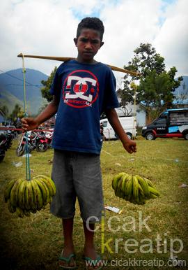 remi penjual pisang di ntt