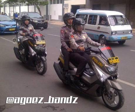 polwan-surabaya-patroli-pakai-yamaha-nmax-modifikasi-khusus-polisi-cicak-kreatip-com