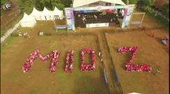 Peserta senam dan jalan sehat membentuk tulisan Mio Z dalam event Blue Core Yamaha Motor Show dan soft launching Mio Z di Jagakarsa Jakarta Selatan